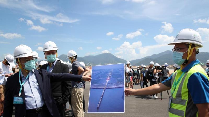 香港国际机场第三跑道铺设工程竣工
