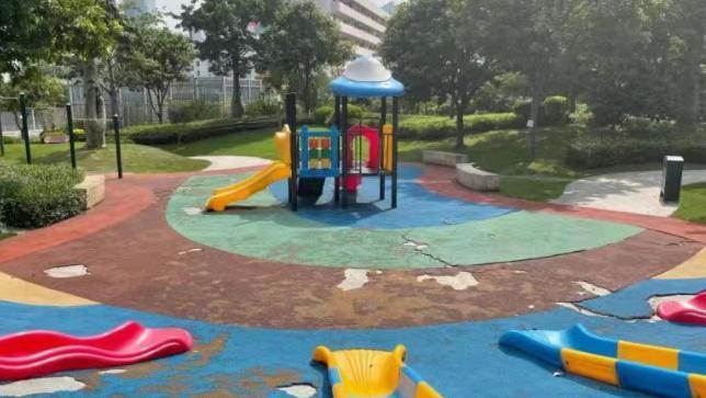 社区公园设施破损待修,市民呼吁加强日常养护