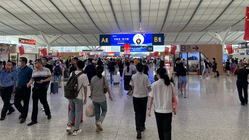 国庆假期首日深圳北站到发旅客41.98万人次