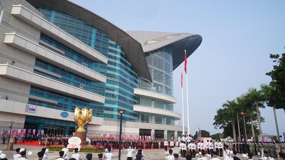 """特写:""""十一""""的香港,最耀眼那一抹中国红"""