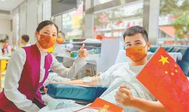 国庆当天816位深圳市民无偿献血 爱心接力温暖这座城