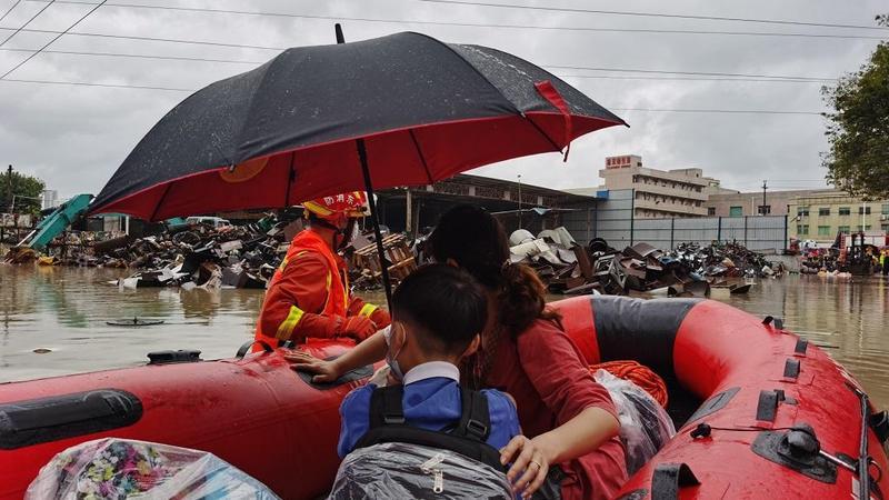 IN视频|厂房积水3人被困二楼 消防员15分钟完成救援
