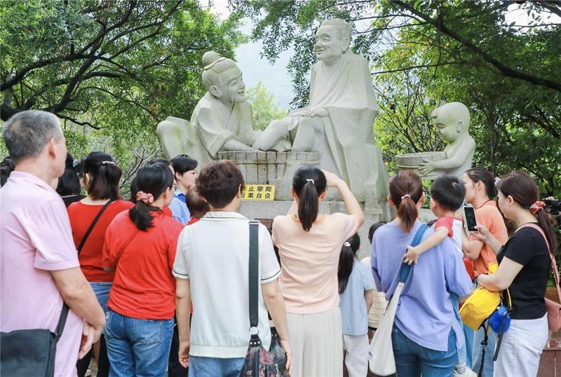 东莞市20多组家庭开心体验孝道文化