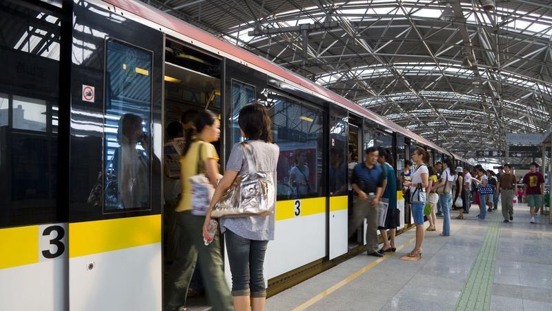 多地儿童坐地铁免票身高升至1.3米,包括二孩、三孩家庭