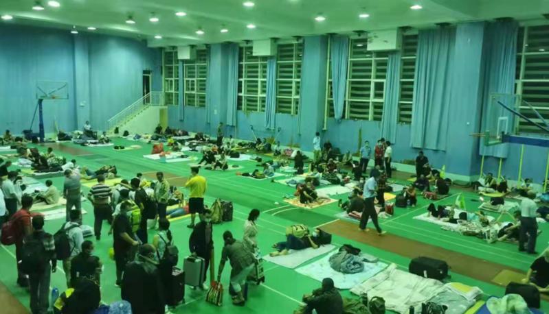 """受台风""""圆规""""影响,深圳629个室内避难场所全部开放 全市转移17.54万人"""