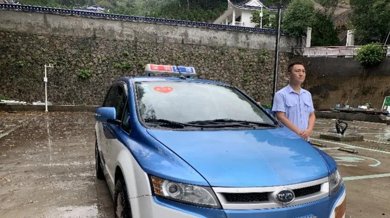 重阳节当天,深圳65岁以上老人可免费坐爱心出租车!