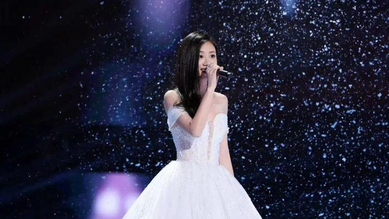 全国总冠军!出自深大的伍珂玥中国好声音舞台夺冠!粤语歌现新活力