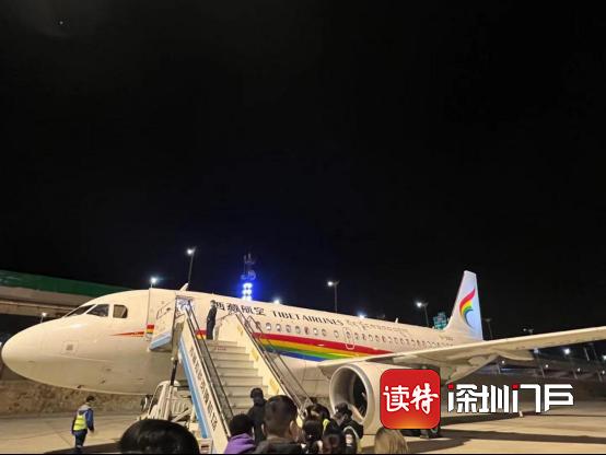 同班旅客机上突发身亡,多位中转旅客行程被耽误,航空公司该不该负责?